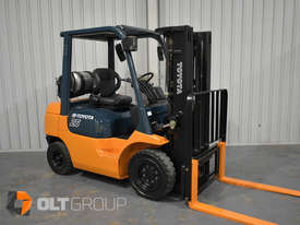 Toyota 7FG25 2.5 Tonne Forklift LPG Container Mast Sideshift Solid Tyres Low Hours - picture2' - Click to enlarge