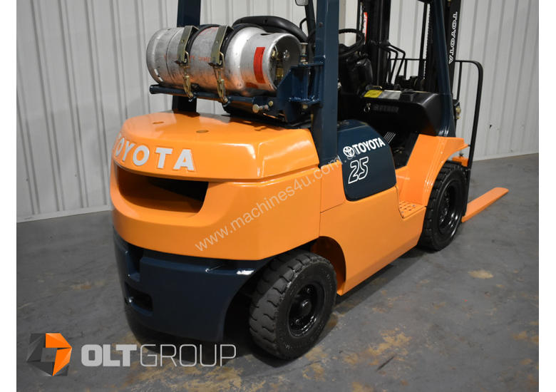 Toyota 7FG25 2.5 Tonne Forklift LPG Container Mast Sideshift Solid Tyres Low Hours