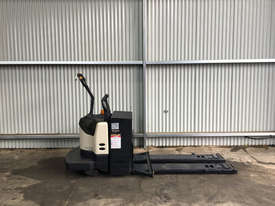 Crown PE4000 Pallet Jack Jack/Lifting - picture0' - Click to enlarge