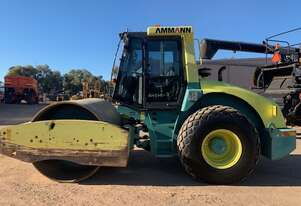 2009 Ammann ASC150D smooth drum roller