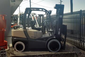 2010 Crown Forklift 3.3 Ton Container Entry 4.8m Lift very Low Hours