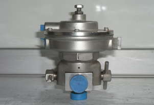 Fisher Controls    Valve.