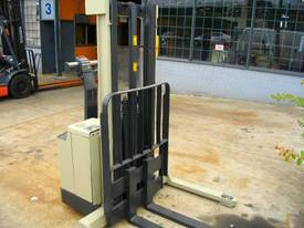 Walkie stacker - picture1' - Click to enlarge