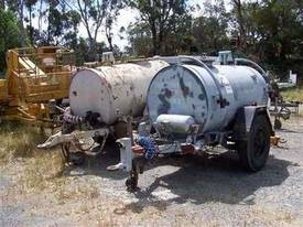 fuel tanker trailer , 2000ltr , air brakes ,  - picture0' - Click to enlarge