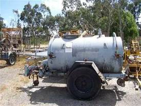 fuel tanker trailer , 2000ltr , air brakes ,  - picture1' - Click to enlarge