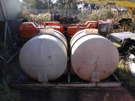 300gal / 1200ltr , cartage tanks , 2 available - picture1' - Click to enlarge