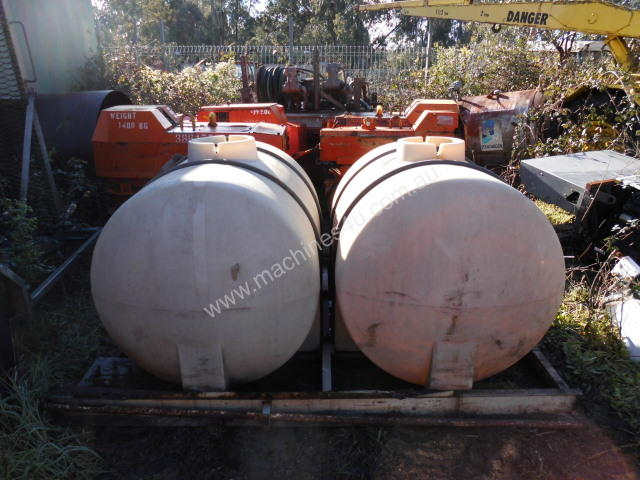 300gal / 1200ltr , cartage tanks , 2 available