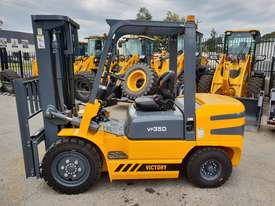 Victory VF35D diesel forklift - picture2' - Click to enlarge