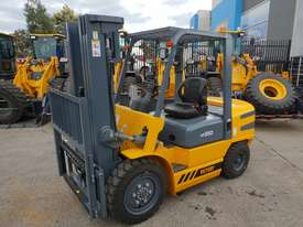 Victory VF35D diesel forklift - picture3' - Click to enlarge