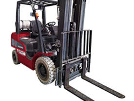 3 TONNE GAS FORKLIFT - picture0' - Click to enlarge