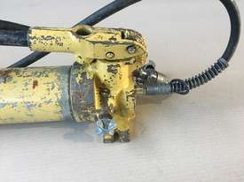 Enerpac Hydraulic P80 Hand Pump Two Speed Steel Body - picture5' - Click to enlarge