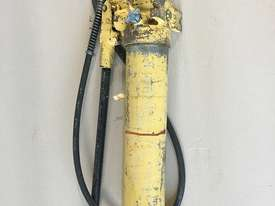 Enerpac Hydraulic P80 Hand Pump Two Speed Steel Body - picture7' - Click to enlarge