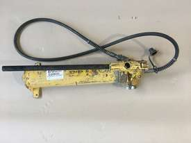 Enerpac Hydraulic P80 Hand Pump Two Speed Steel Body - picture9' - Click to enlarge