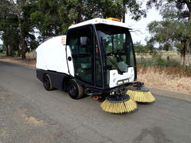 MacDonald Johnston CN200 Sweeper Sweeping/Cleaning - picture2' - Click to enlarge