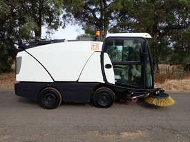 MacDonald Johnston CN200 Sweeper Sweeping/Cleaning - picture3' - Click to enlarge