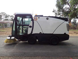 MacDonald Johnston CN200 Sweeper Sweeping/Cleaning - picture6' - Click to enlarge