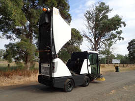 MacDonald Johnston CN200 Sweeper Sweeping/Cleaning - picture10' - Click to enlarge