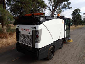 MacDonald Johnston CN200 Sweeper Sweeping/Cleaning - picture13' - Click to enlarge