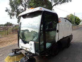 MacDonald Johnston CN200 Sweeper Sweeping/Cleaning - picture14' - Click to enlarge