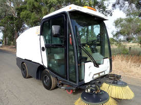 MacDonald Johnston CN200 Sweeper Sweeping/Cleaning - picture17' - Click to enlarge