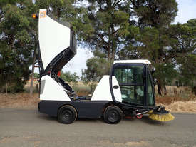 MacDonald Johnston CN200 Sweeper Sweeping/Cleaning - picture18' - Click to enlarge