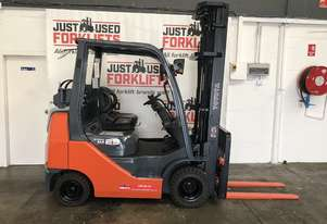 TOYOTA 32-8FGK25 30569 COMPACT DELUXE DUAL FUEL LPG / PETROL FORKLIFT 3 STAGE 6 METER