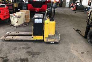 Yale Ride on Electric Pallet Truck