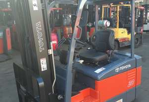 TOYOTA ELECTRIC FORKLIFT 2012 MODEL 7FBE20 2 TON 5.65M LIFT NON MARKING TYRE GOOD BATTERY SIDE SHIFT