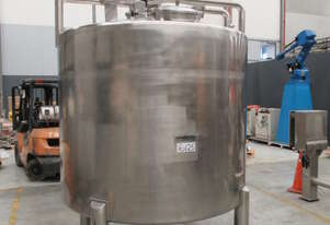 Stainless Steel Mixing Tank (Vertical), Capacity: 5,000Lt