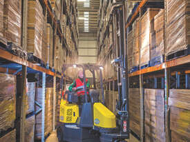 Narrow Aisle Articulated Forklift - picture0' - Click to enlarge