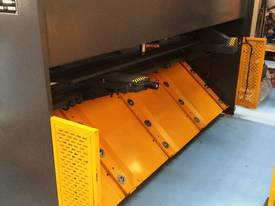 CMT 4MM X 2500MM HYDRAULIC GUILLOTINE PRICE CUT! - picture3' - Click to enlarge