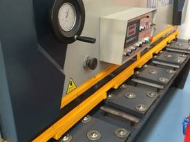 CMT 4MM X 2500MM HYDRAULIC GUILLOTINE PRICE CUT! - picture5' - Click to enlarge