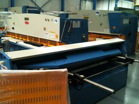 GUILLOTINES, PRESSBRAKES, PANBRAKES & PUNCH-SHEARS - picture10' - Click to enlarge