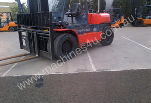 10 ton TOYOTA FORKLIFT WITH THE LOT