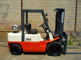 Nissan 3.0 Tonne forklift - picture0' - Click to enlarge
