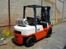 Nissan 3.0 Tonne forklift - picture2' - Click to enlarge