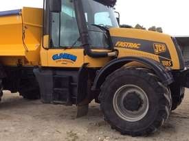 JCB FASTRAC 3185 FWA/4WD Tractor - picture1' - Click to enlarge