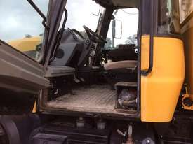 JCB FASTRAC 3185 FWA/4WD Tractor - picture3' - Click to enlarge