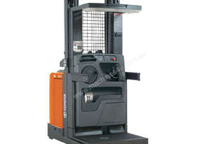 Raymond 5000 Series Order Picker
