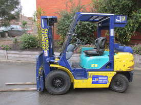 Komatsu FD20T-12 - picture0' - Click to enlarge