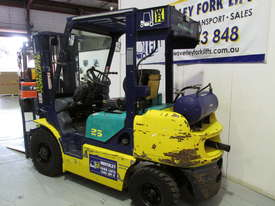 Komatsu FD20T-12 - picture19' - Click to enlarge
