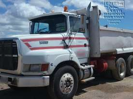 Ford Louisville Dual Axle Tipper - picture2' - Click to enlarge