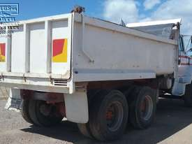Ford Louisville Dual Axle Tipper - picture4' - Click to enlarge