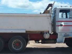 Ford Louisville Dual Axle Tipper - picture6' - Click to enlarge