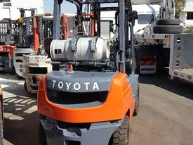 TOYOTA 8FG25 LOW HOURS FRESH PAINT 4000MM LIFT - picture1' - Click to enlarge