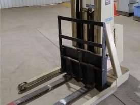 Crown - Walker Stacker Lift - Good Condition - picture0' - Click to enlarge