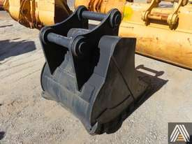 320CL 950MM TRENCHING BUCKET - picture1' - Click to enlarge