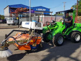 New Tuchel Sweeper Broom Attachment for Skid Steers Forward Moving Bucket Broom - picture2' - Click to enlarge