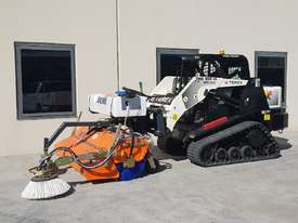 New Tuchel Sweeper Broom Attachment for Skid Steers Forward Moving Bucket Broom - picture9' - Click to enlarge