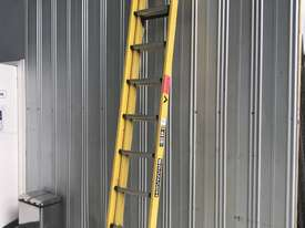 Branach Fiberglass & Aluminum Extension Ladder 3.3 to 5.2 Meter Industrial Quality - picture2' - Click to enlarge